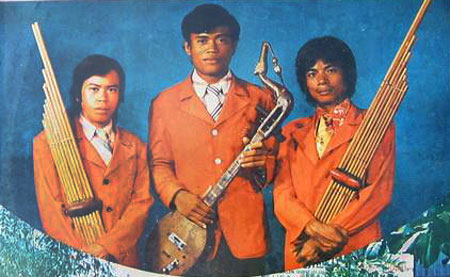 Petch-Phin-Thong-Band